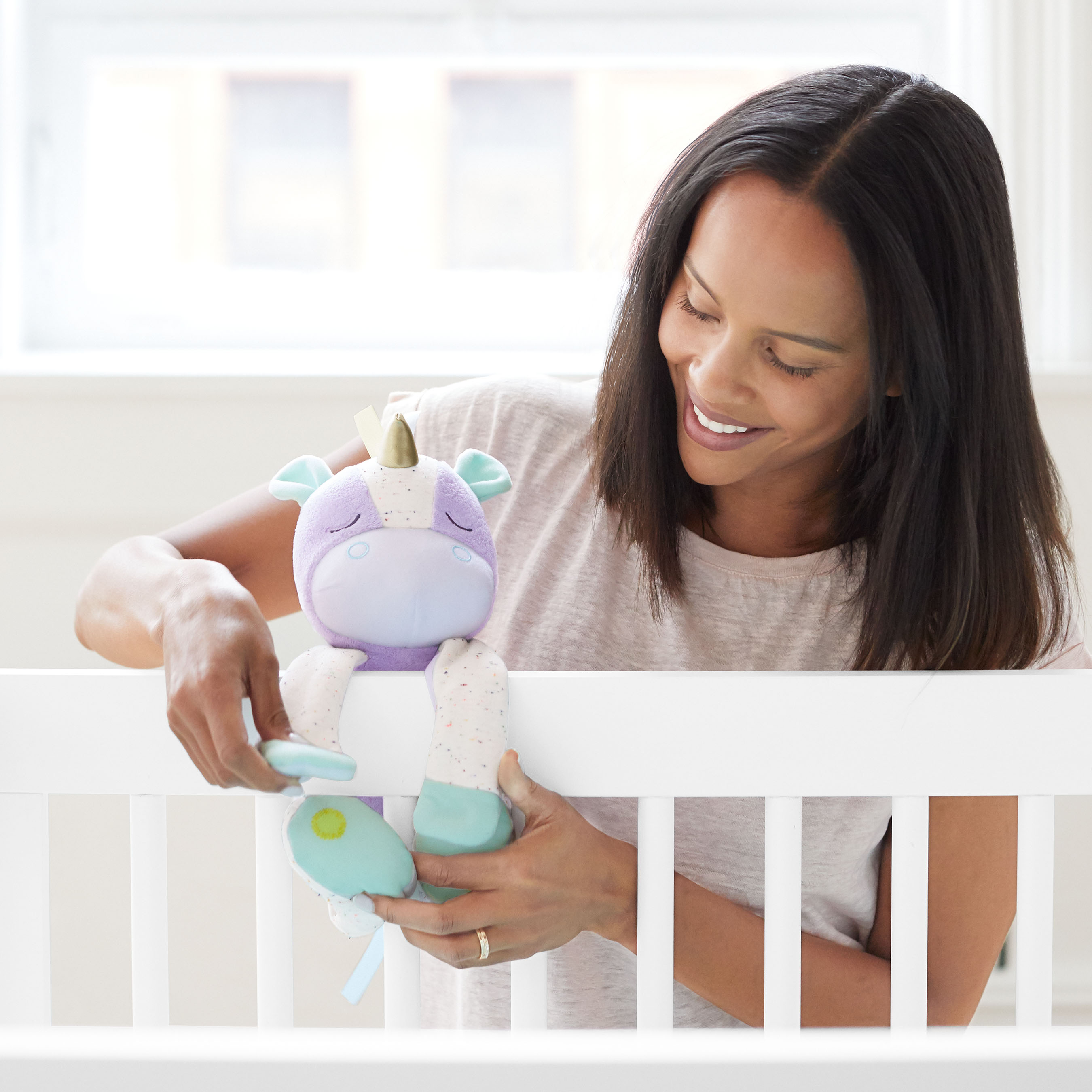Cry-activated soother - unicorn